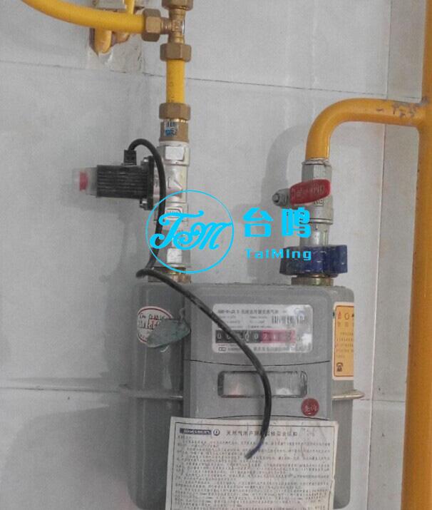 家用燃气报警器及燃气切断电磁阀垂直安装图片